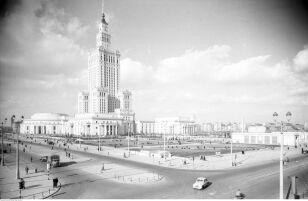 Pałac Kultury i Nauki po budowie (lata 1955 - 1961) Zbyszko Siemaszko / NAC