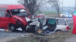Śmiertelny wypadek pod Warszawą. Nie żyje kierowca jednego z aut